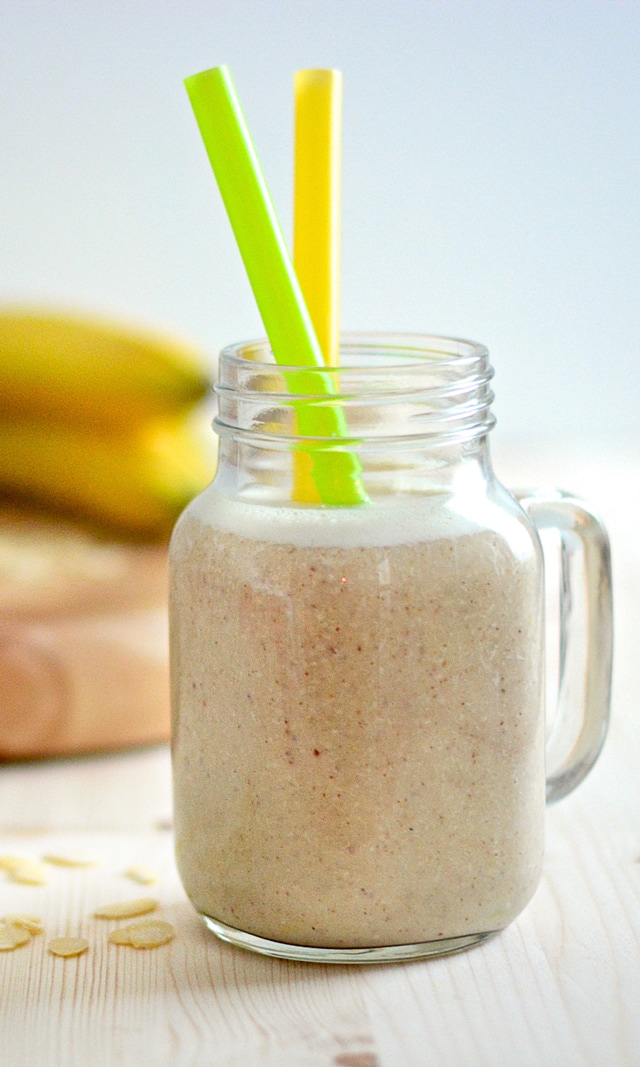Banana and almond breakfast smoothie recipe