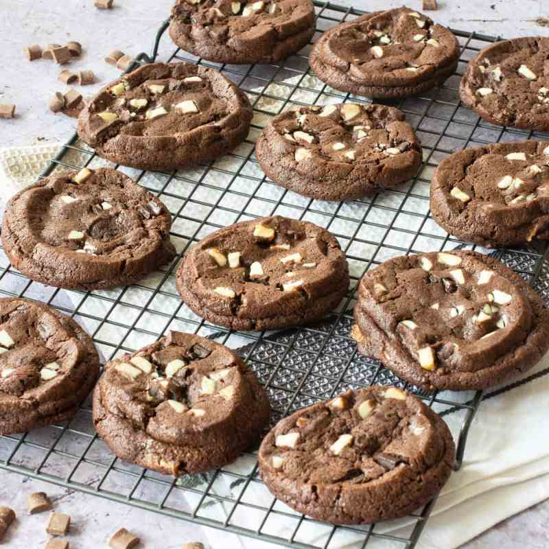 Triple Chocolate Cookies - The ultimate chocolate fix in biscuit form. Milk chocolate cookies with plenty of milk and dark chocolate chunks - Delicious!