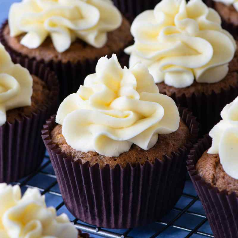 How to make delicious cream cheese buttercream perfect for decorating carrot cakes and red velvet cakes.