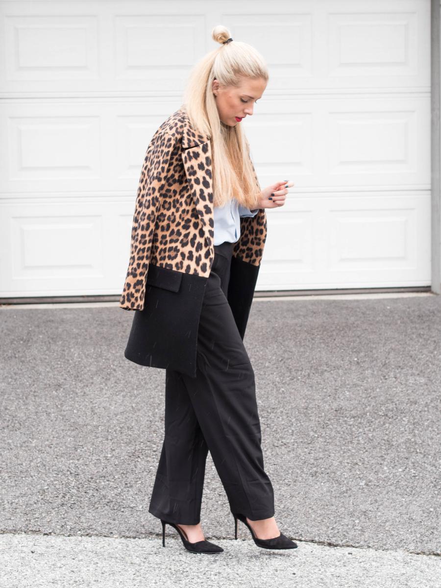 kåpe med leopard mønster