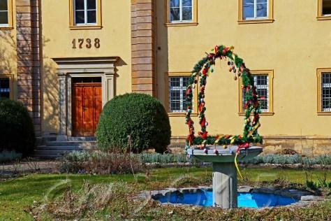Osterbrunnen3wz, Auroe: Charlotte Moser
