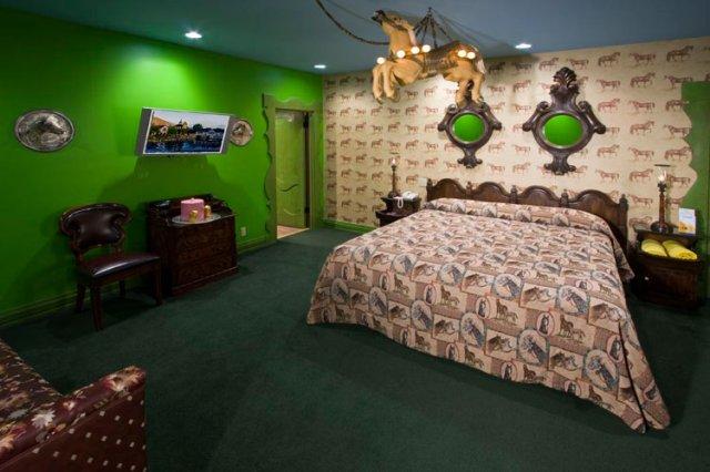 カリフォルニア州マドンナインホテルの栗の子馬部屋