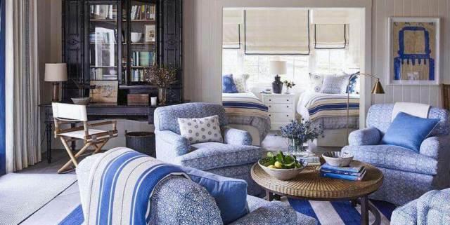このブエノスアイレスのリビングルームの家の装飾のシンプルな球カクテルテーブルとランプ