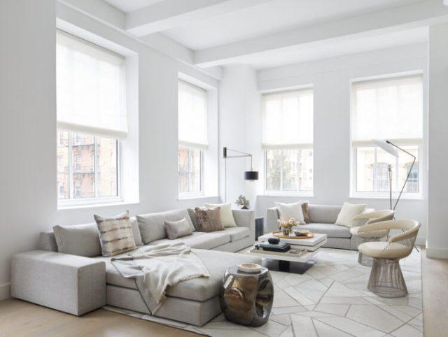 白塗りパレット付きのアパート