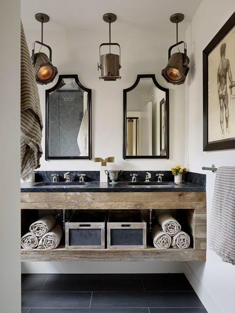 32.銅、木材、黒大理石のバスルーム