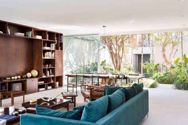 カサララの活気に満ちた現代的な家がサンポールの美学で形をとる(21)