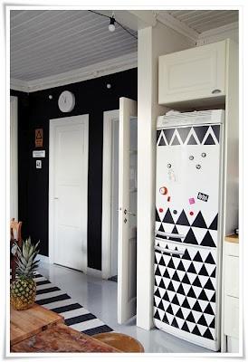黒い三角形DIY冷蔵庫の変身