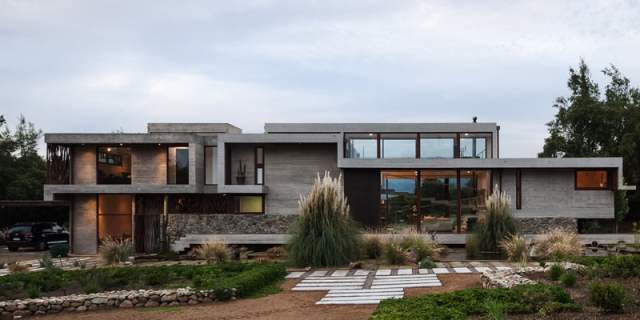 ChauriyeStägerArchitectsによるチリの見事なコンクリートの家(3)
