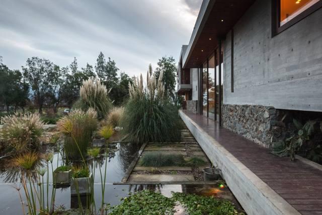 ChauriyeStägerArchitectsによるチリの見事なコンクリートの家(7)