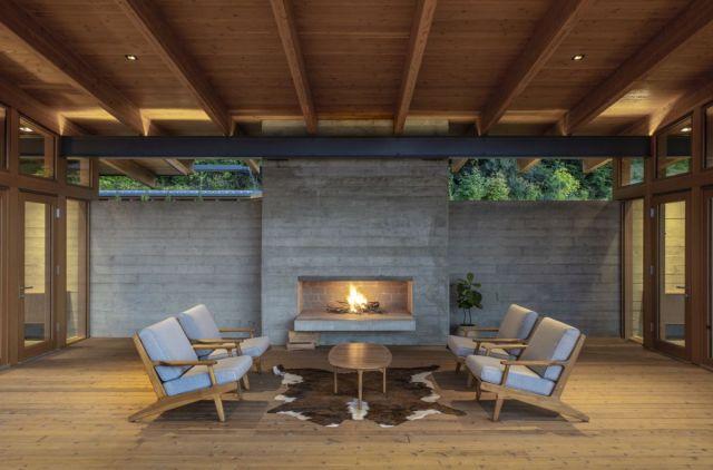 この中央の空所は、昼間と夜間のエリアのバッファとして機能し、屋内と屋外のタイプのスペースとしても機能します
