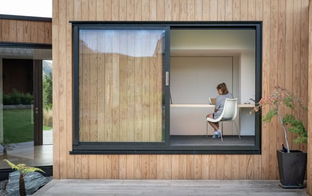 家全体に大きな窓があり、自然光が差し込むため、パノラマの景色を眺めることができます