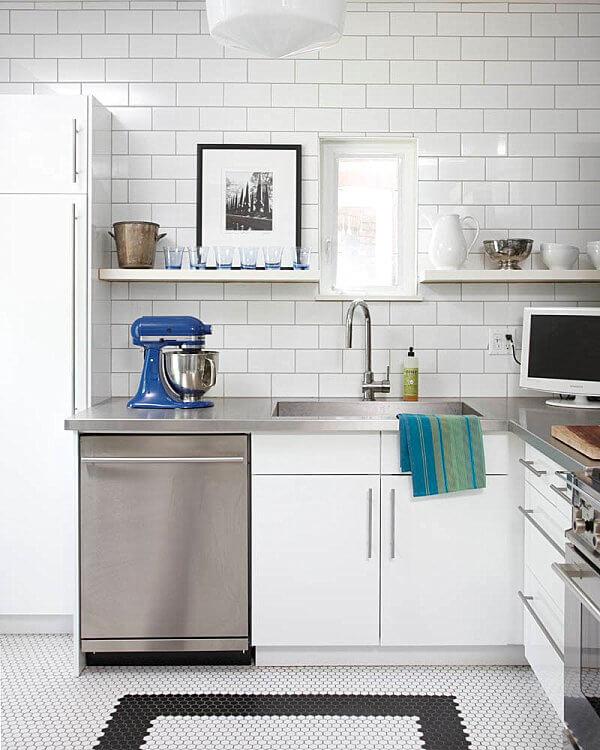 15キッチンをジャズアップする驚くべきステンレス鋼のカウンタートップのアイデア9