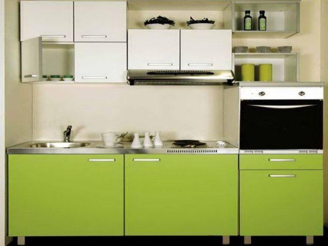 なだめるような緑の食器棚