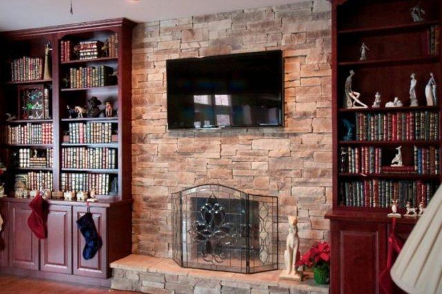 リビングルームで魅力的な積み重ねられた石造りの暖炉のデザインの暖かさを取得します9
