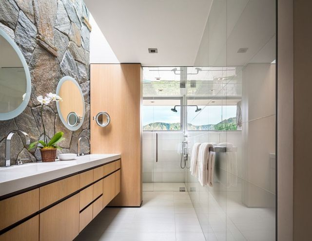 21-AD-Contemporary-bathroom-comines-glass-tile-with-the-classic-stone-wall