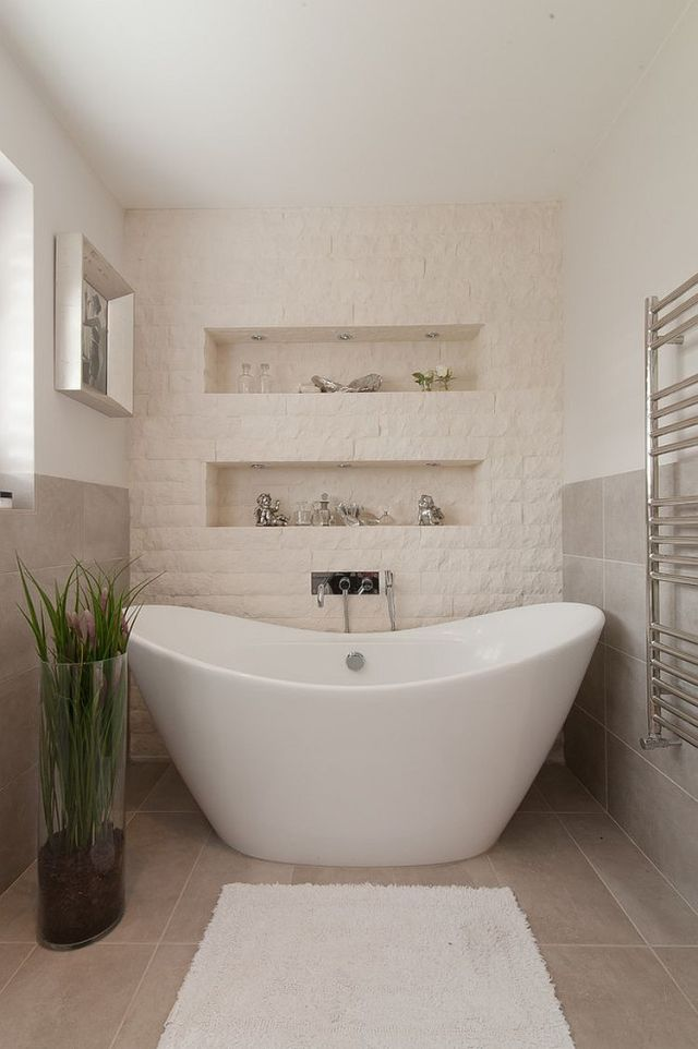 30-AD-Split-face-stone-tiles-create-a-texture-accent-wall-in-the-bathroom