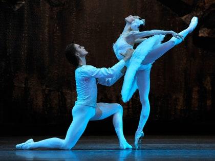 画像に含まれる可能性のあるもの:ダンスポーズ、レジャー活動、人間、人、ダンス、バレエ