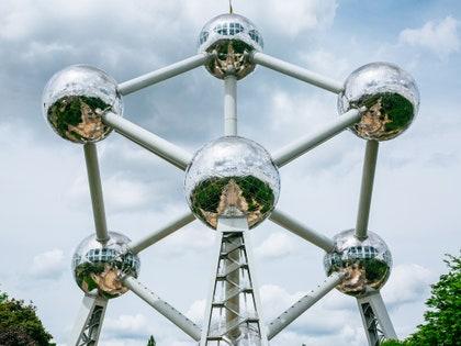 画像には、球体、電柱、スポーク、機械が含まれます。
