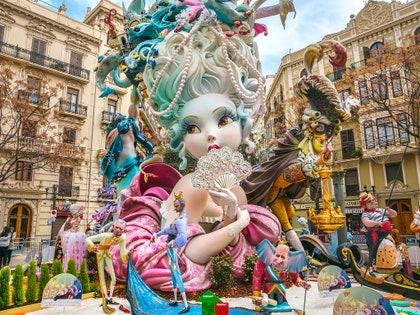 画像に含まれる可能性のあるもの:フェスティバル、群集、人間、人物、カーニバル