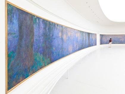 画像に含まれる可能性のあるもの:廊下、人間、人、手すり、手すり、アート