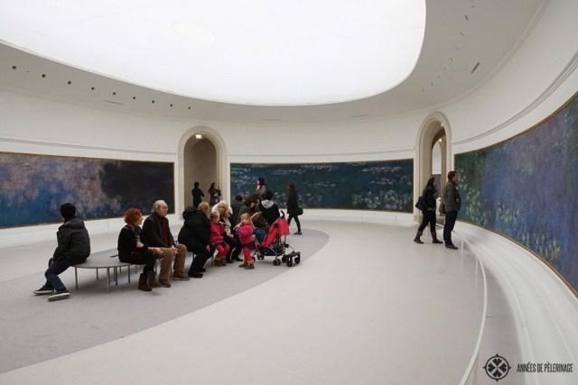 カラフルなモネの壁画が飾られたパリのオランジュリー美術館