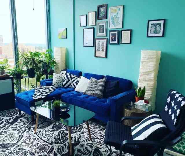 現代的な青いリビングルームのアイデアkaedyp