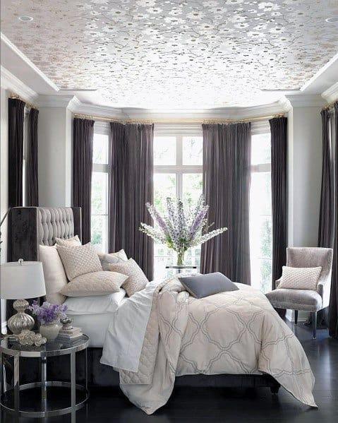 明るく居心地の良いロマンチックなベッドルームのアイデア