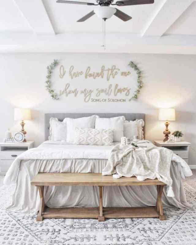 白いロマンチックなベッドルームのアイデア