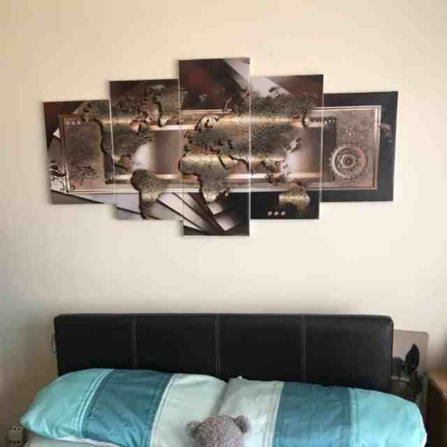 木製と金属の寝室の壁の装飾のアイデアMandylucas
