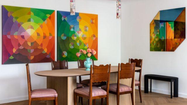 部屋の壁や家具の絵