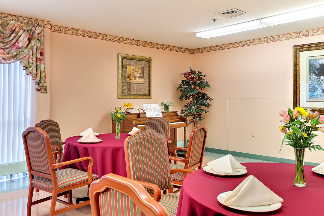 Nursing Home Dining Room in Sykesville MD