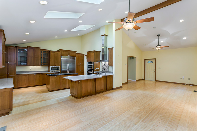 vacant kitchen and family room