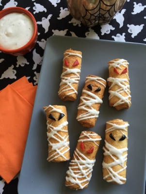 mummy-pizza-roll-ups-halloween-food-hacks-charmposh