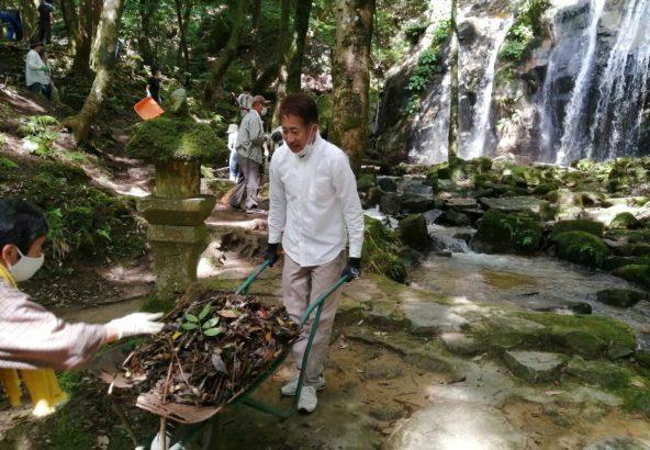 金引きの滝 清掃