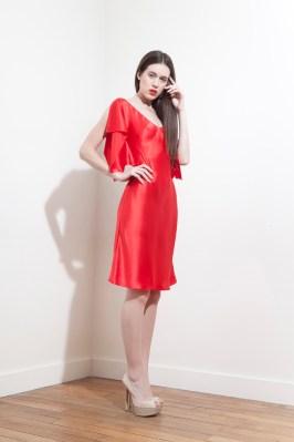 pe2015-fatima-guerrout-robe-ella-satin-soie-rouge-charonbellis-blog-mode