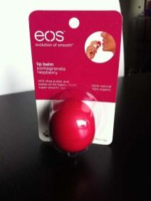 lip-balm-pomegranate-raspeberry-eos-urbanoutfitters-shopping-london-charonbellis-blog-mode-et-beautecc81