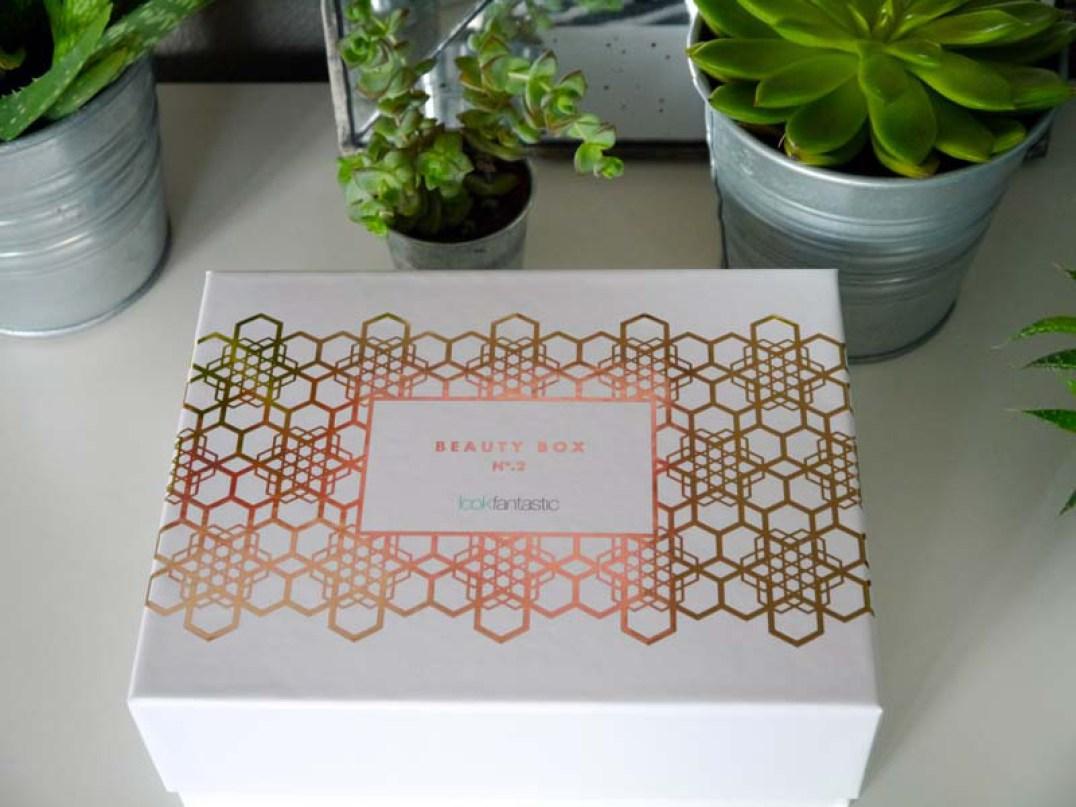 Lookfantastic-box-novembre-Charonbellis-blog-beaute