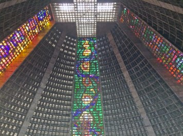 catedral-metropolitana1-visiter-rio-decouverte-lapa-santa-teresa-charonbellis