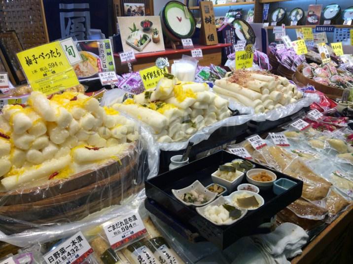 Nishiki(2)-Quoi-ou-manger-a-Kyoto-Charonbellis