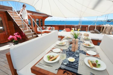 luxury dining outdoor lamima aboard yacht phinisi alfresco charter superyacht ampat raja indonesia myanmar sailing thailand charterworld