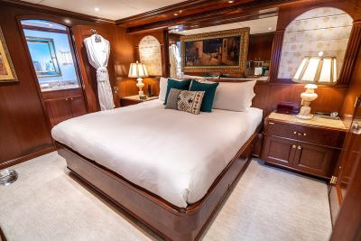 king-guest-stateroom-1280px-45
