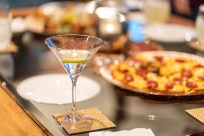 martini-and-food-1280px-45