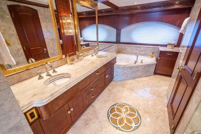 master-bath-tub-1280px-45