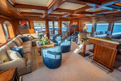 skylounge-aft-view-1280px-45