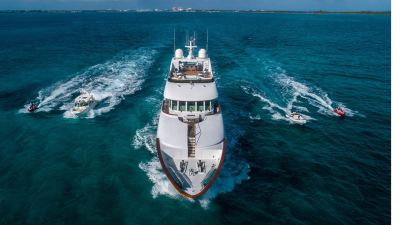 toys-and-yacht-1280px-45
