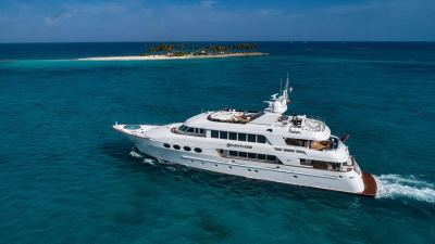 yacht--and-island-1280px-45