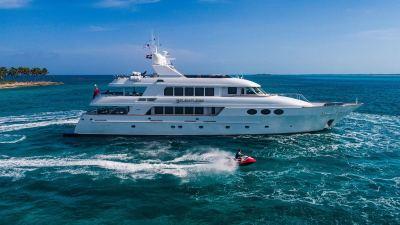 yacht-waverunner-1280px-45