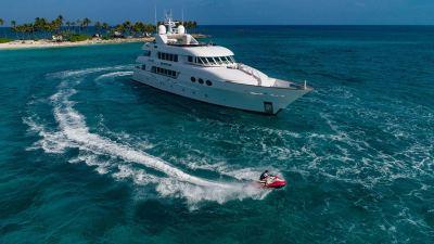 yacht-waverunner-2-1280px-45