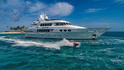 yacht-waverunner-3-1280px-45