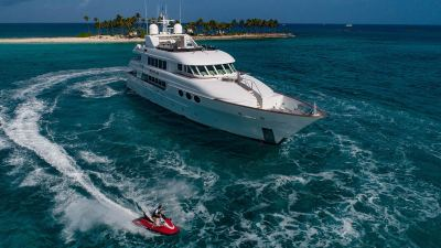 yacht-waverunner-4-1280px-45